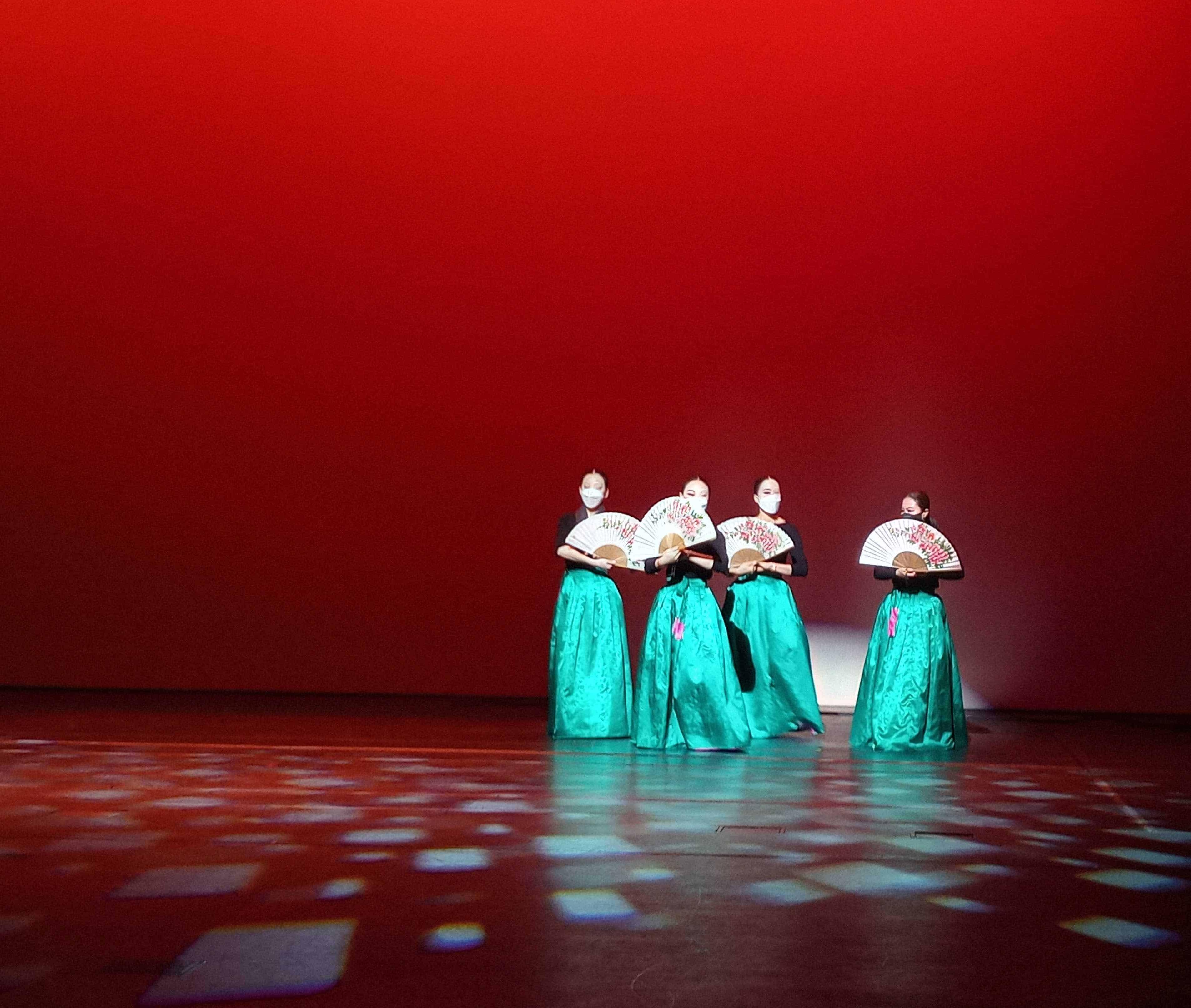 Robert Juliat Arthur spreads it even beam on Korean Dance Addicts' production of HoJeopmu ('the dance of the butterfly in the flower garden')